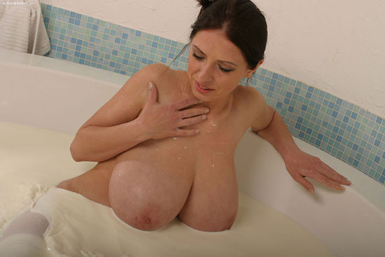 Huge Boobed Anya bathing in milk Busty.pl