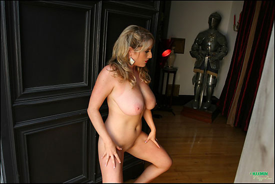 Sexy Blonde Maggie Green Showing Pussy at MaximumMaggie.com