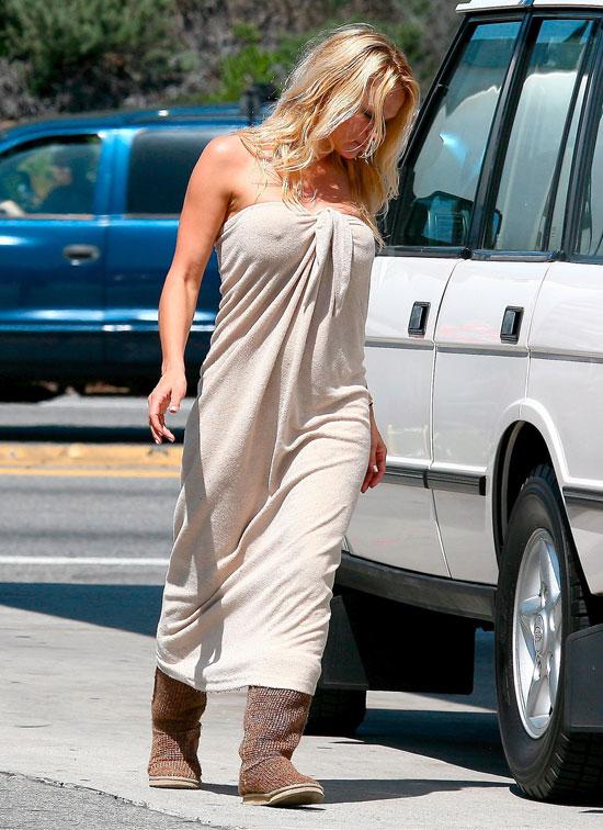 Sexy Pamela Anderson nipples edition