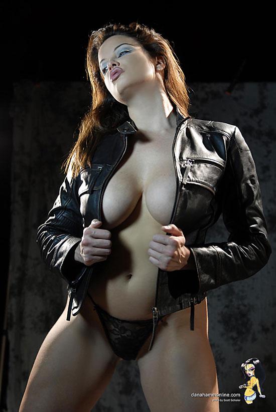 Sexy babe Dana Hamm get stripped Danni