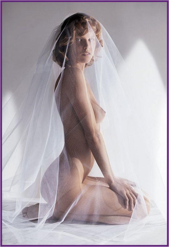 Gorgeous sexy Eva Herzigova looking to good to be true