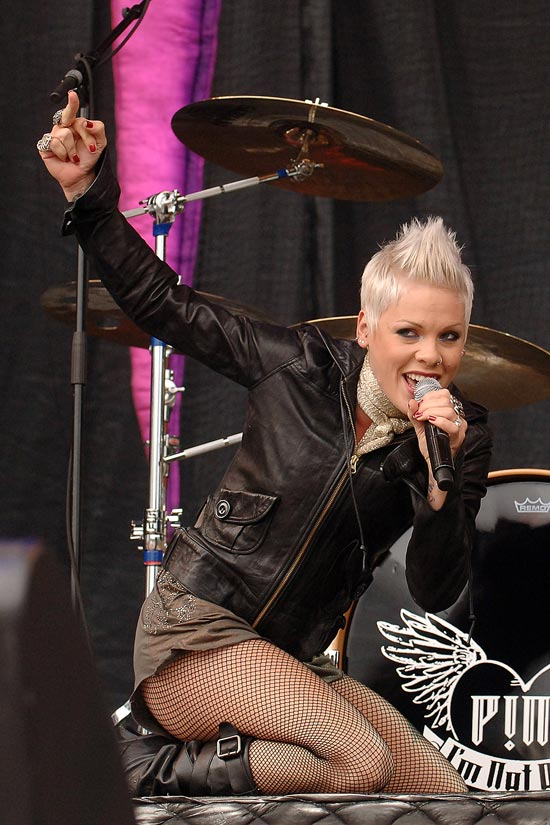 Excentrix Singer Pink enjoys seducing the crowd while performing