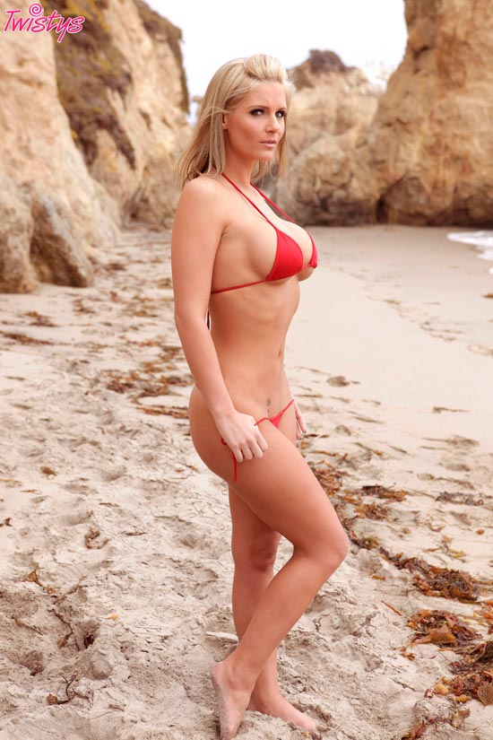Busty blonde Phoenix Marie in perfect sexy pics on the beach